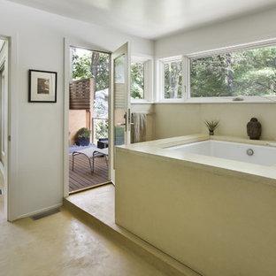 Foto di una stanza da bagno design con top in cemento e vasca giapponese