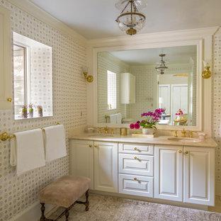 Idéer för att renovera ett vintage badrum med dusch, med luckor med upphöjd panel, vita skåp, beige väggar, marmorgolv, ett undermonterad handfat, marmorbänkskiva och beiget golv