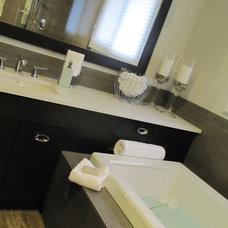 Contemporary Bathroom by Marie Hebson's interiorsBYDESIGN Inc.