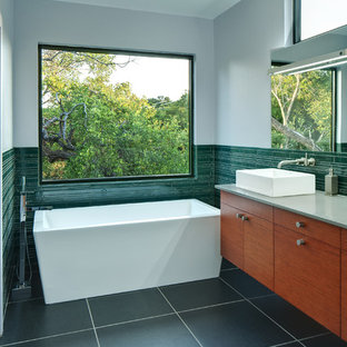 Example of a minimalist freestanding bathtub design in Austin with a vessel sink