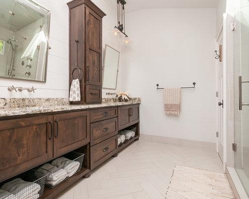 Salle de bain campagne avec une douche double photos et for Taille moyenne salle de bain