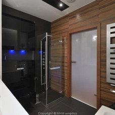 Modern Bathroom by M+M wnetrza