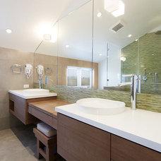 Contemporary Bathroom by W. David Seidel, AIA - Architect
