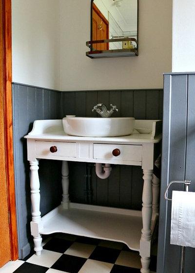 Country Bathroom by Dear Designer's Blog