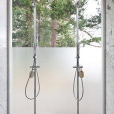 Modern Bathroom by Heliotrope Architects