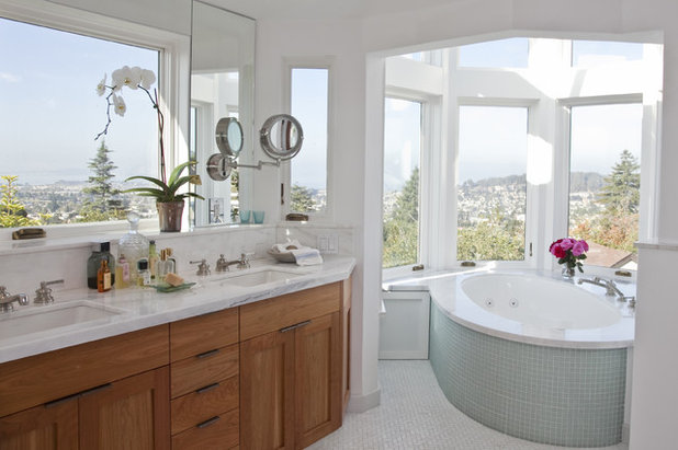 Traditional Bathroom by MN Builders
