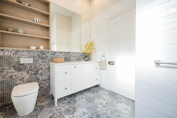neues familienbad in melbourne mit ornamentfliesen und hellen m beln. Black Bedroom Furniture Sets. Home Design Ideas