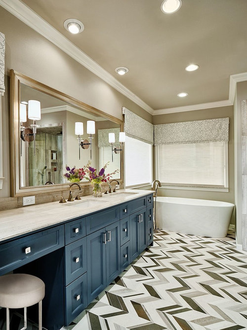 Salle de bain avec un plan de toilette en granite et un wc for Salle de bain avec wc separe
