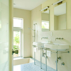 Midcentury Bathroom by Woodhouse Architecture