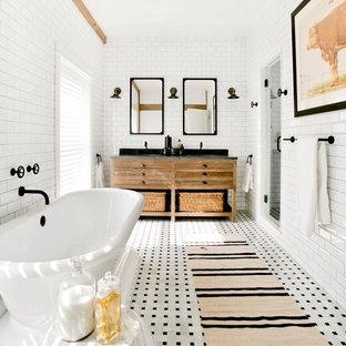 Inspiration för ett stort lantligt en-suite badrum, med möbel-liknande, bruna skåp, ett fristående badkar, våtrum, en vägghängd toalettstol, vit kakel, keramikplattor, vita väggar, mosaikgolv, ett nedsänkt handfat, granitbänkskiva och vitt golv
