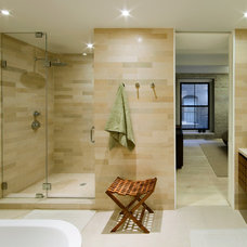 Modern Bathroom by wUNDERground