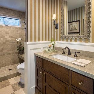 Inspiration för mellanstora klassiska badrum med dusch, med ett undermonterad handfat, luckor med infälld panel, skåp i mellenmörkt trä, bänkskiva i kalksten, flerfärgade väggar, kalkstensgolv, en öppen dusch, en toalettstol med separat cisternkåpa, beige kakel, stenkakel, flerfärgat golv och med dusch som är öppen