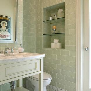 Foto di una stanza da bagno contemporanea con piastrelle diamantate, lavabo a consolle, piastrelle verdi, pavimento in marmo e pavimento grigio