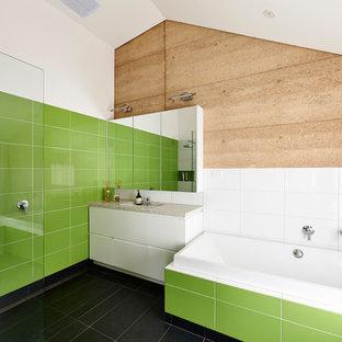 На фото: главная ванная комната среднего размера в современном стиле с врезной раковиной, плоскими фасадами, белыми фасадами, накладной ванной, открытым душем, зеленой плиткой, белыми стенами, столешницей из искусственного кварца, унитазом-моноблоком, керамической плиткой, полом из керамической плитки и открытым душем с