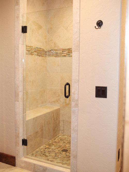 Rustikale Badezimmer Fotos : Badezimmer mit travertin und kieselfliesen design ideen