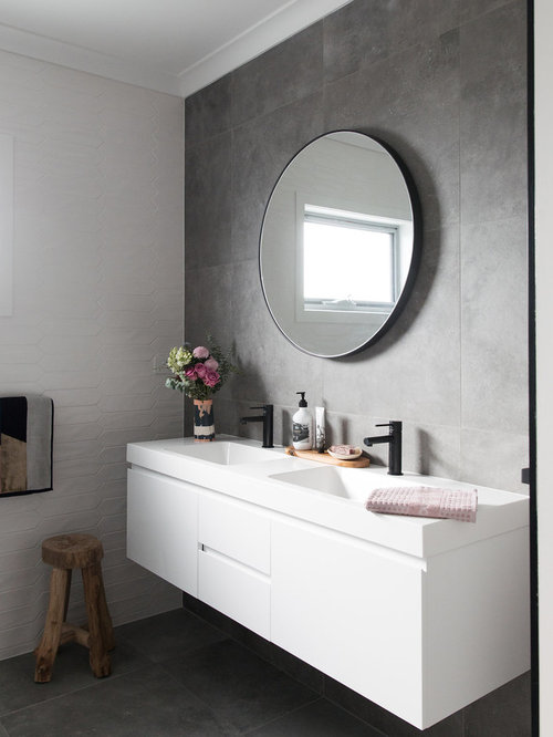 Photo Of A Mid Sized Contemporary 3/4 Bathroom In Canberra   Queanbeyan With