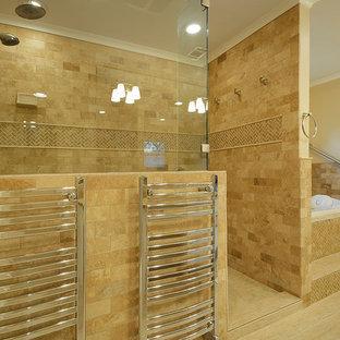 Idee per una stanza da bagno chic con doccia alcova, piastrelle beige e piastrelle diamantate