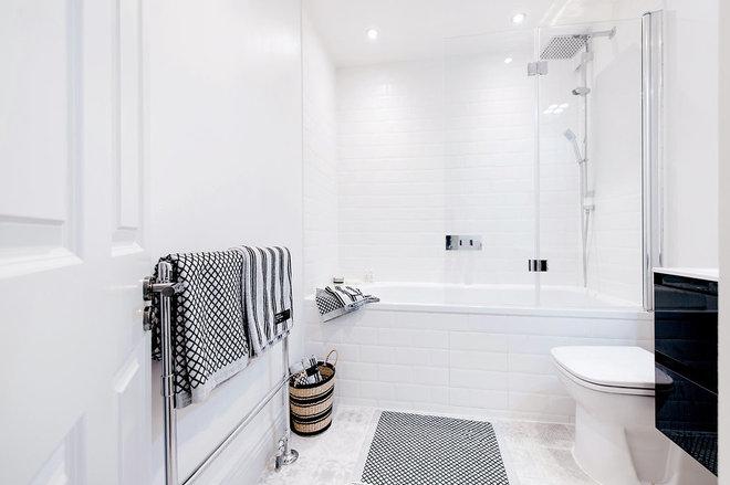 Modern Bathroom by Maison19