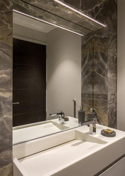 Contemporaneo Stanza da Bagno by Tollgard Design Group