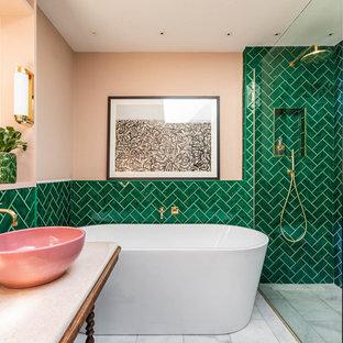 Idéer för ett stort eklektiskt vit en-suite badrum, med möbel-liknande, skåp i mörkt trä, ett fristående badkar, en öppen dusch, grön kakel, keramikplattor, rosa väggar, marmorgolv, ett fristående handfat, marmorbänkskiva, grått golv och med dusch som är öppen