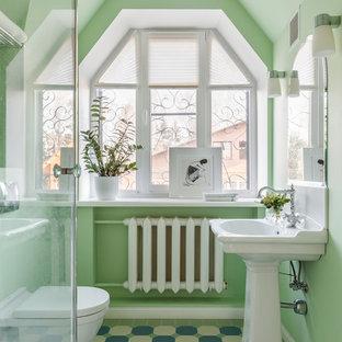 На фото: ванные комнаты в современном стиле с раздельным унитазом, зелеными стенами, раковиной с пьедесталом и разноцветным полом