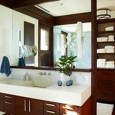 Tropical Bathroom by Gast Architects