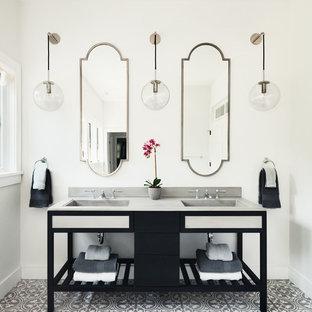 На фото: главная ванная комната в стиле современная классика с черными фасадами, белыми стенами, полом из цементной плитки, монолитной раковиной, столешницей из талькохлорита и открытыми фасадами с