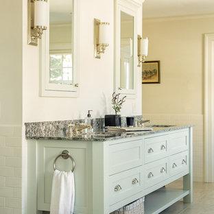 ポートランド(メイン)のトランジショナルスタイルのおしゃれなマスターバスルーム (シェーカースタイル扉のキャビネット、バリアフリー、マルチカラーのタイル、ベージュの壁、磁器タイルの床、アンダーカウンター洗面器) の写真