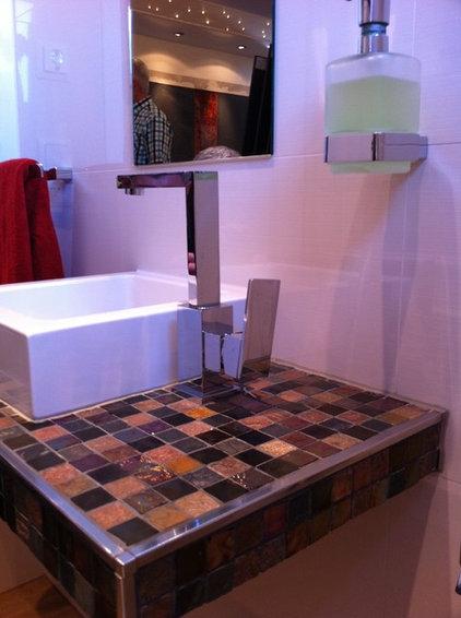 Modern Bathroom by Oceanside Glasstile