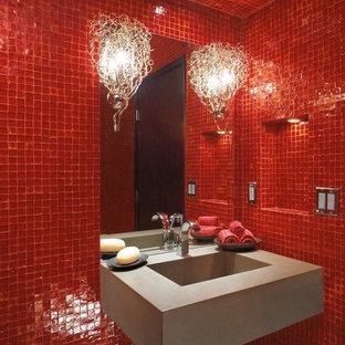 Imagen de cuarto de baño minimalista con baldosas y/o azulejos en mosaico, lavabo suspendido, baldosas y/o azulejos rojos y paredes rojas