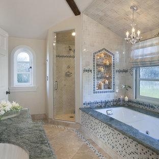 Großes Klassisches Badezimmer En Suite mit Unterbauwanne, Eckdusche, Mosaikfliesen, beiger Wandfarbe, Porzellan-Bodenfliesen, Unterbauwaschbecken, profilierten Schrankfronten, dunklen Holzschränken, farbigen Fliesen, Granit-Waschbecken/Waschtisch, beigem Boden, Falttür-Duschabtrennung und grüner Waschtischplatte in San Francisco