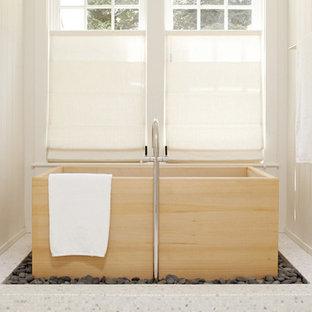 Esempio di una stanza da bagno etnica con vasca freestanding