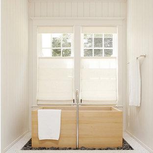 Foto di una stanza da bagno etnica con vasca giapponese