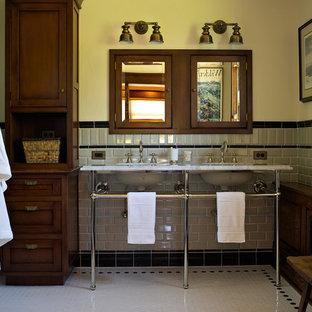 Esempio di una stanza da bagno eclettica con lavabo a consolle e piastrelle diamantate