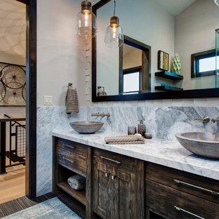 Foto de cuarto de baño infantil, rural, con lavabo sobreencimera, armarios con paneles empotrados, puertas de armario marrones, encimera de cuarcita, baldosas y/o azulejos de cerámica, paredes blancas y suelo de baldosas de cerámica