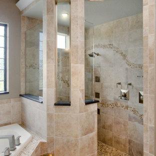Foto di una grande stanza da bagno padronale design con ante lisce, ante in legno chiaro, vasca ad angolo, doccia ad angolo, piastrelle beige, piastrelle in travertino, pareti bianche, pavimento in travertino, lavabo a bacinella, top in granito, pavimento beige e doccia aperta