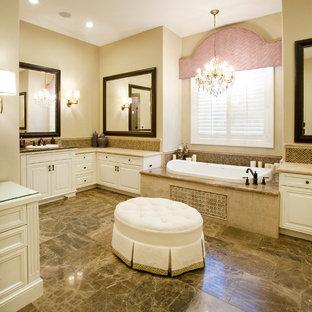 Пример оригинального дизайна: главная ванная комната среднего размера в классическом стиле с накладной ванной, фасадами с выступающей филенкой, белыми фасадами, угловым душем, раздельным унитазом, бежевой плиткой, каменной плиткой, бежевыми стенами, мраморным полом, накладной раковиной, мраморной столешницей и фартуком