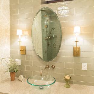 ニューヨークの中サイズのトラディショナルスタイルのおしゃれなバスルーム (浴槽なし) (フラットパネル扉のキャビネット、中間色木目調キャビネット、アルコーブ型浴槽、アルコーブ型シャワー、分離型トイレ、緑のタイル、ガラスタイル、マルチカラーの壁、玉石タイル、ベッセル式洗面器、珪岩の洗面台) の写真