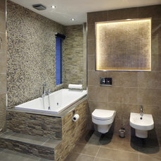 Contemporary Bathroom by One-World Design Architects