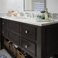 Transitional Bathroom by PKsurroundings