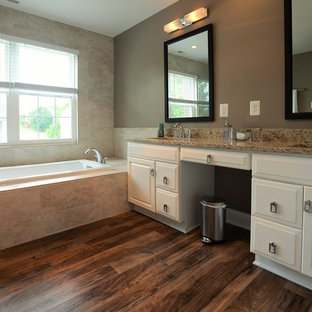 75 Most Popular Bathroom with Brown Walls and Vinyl ...