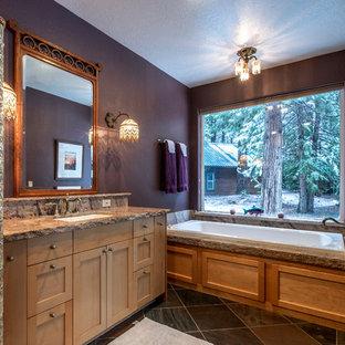 Ispirazione per una stanza da bagno tradizionale con vasca da incasso, piastrelle di marmo, pareti viola, pavimento in ardesia, lavabo sottopiano, top in marmo, pavimento multicolore e top viola