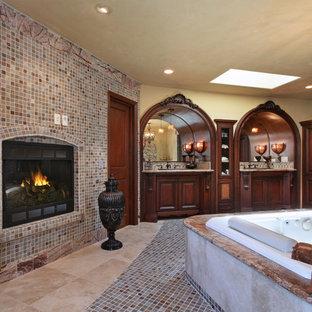 Неиссякаемый источник вдохновения для домашнего уюта: огромная главная ванная комната в средиземноморском стиле с фасадами островного типа, темными деревянными фасадами, гидромассажной ванной, угловым душем, разноцветной плиткой, плиткой мозаикой, бежевыми стенами, полом из керамогранита, врезной раковиной и столешницей из гранита