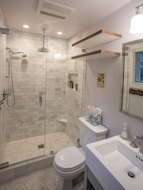 Petite salle d 39 eau avec un carrelage de pierre photos et - Petite salle d eau avec douche ...