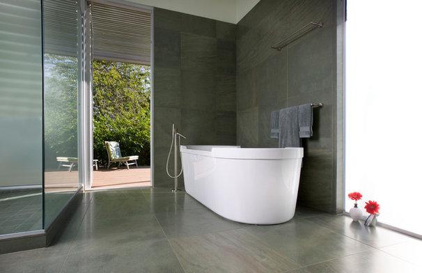 Modern Bathroom by 180 degrees