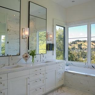 Idéer för att renovera ett vintage en-suite badrum, med ett undermonterad handfat, skåp i shakerstil, vita skåp, ett undermonterat badkar och beige väggar