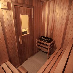 Imagen de sauna moderna de tamaño medio