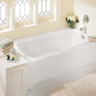 Großes Klassisches Badezimmer En Suite mit Eckbadewanne, beiger Wandfarbe, Mosaik-Bodenfliesen und weißem Boden in Boston
