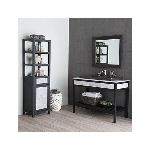 Salle de bain avec un placard sans porte et des dalles de for Taille moyenne salle de bain
