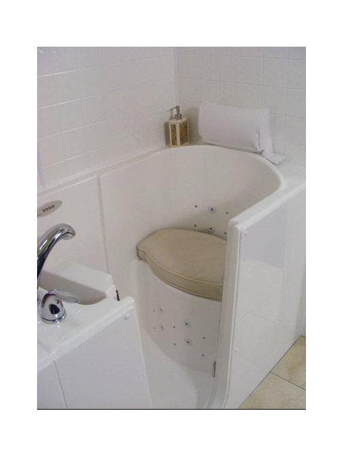Salle d 39 eau avec un bain japonais et un combin douche for Cabine de douche avec wc et lavabo